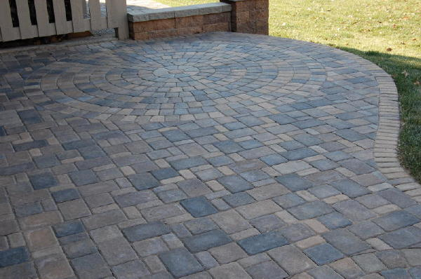 Pavers: Cobble Series Color:Lakeshore Blend, Chestnut Blend 50/50 mix Pattern: Random cobble Style: Raise Patio with free standing walls, columns. Walls: VERSA-LOK chestnut blend block. Location: Near Sterling and Mailand in South Titusville Install Date: September 2008