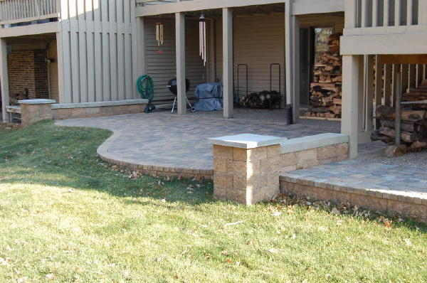 Pavers: Cobble Series Color: Lakeshore Blend, Chestnut Blend 50/50 mix Pattern: Random cobble Style: Raise Patio with free standing walls, columns. Walls: VERSA-LOK chestnut blend block. Location: Near Sterling and Mailand in South Titusville Install Date: September 2008