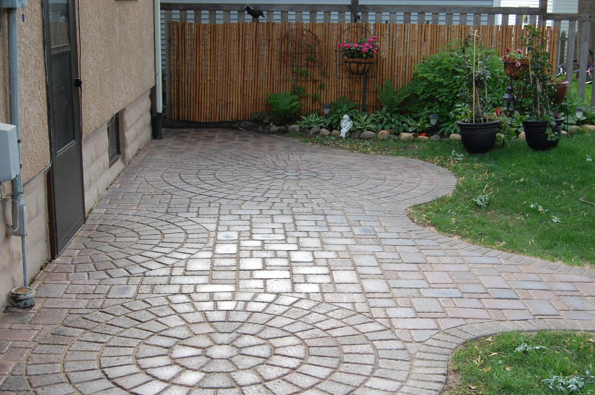 Pavers: Cobble Series Color: Millstream, Autumn Blend 50/50 Mix Pattern: